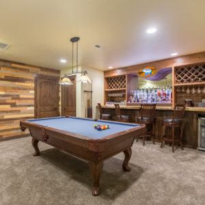 Glacier Bear Retreat Pool Table And Bar